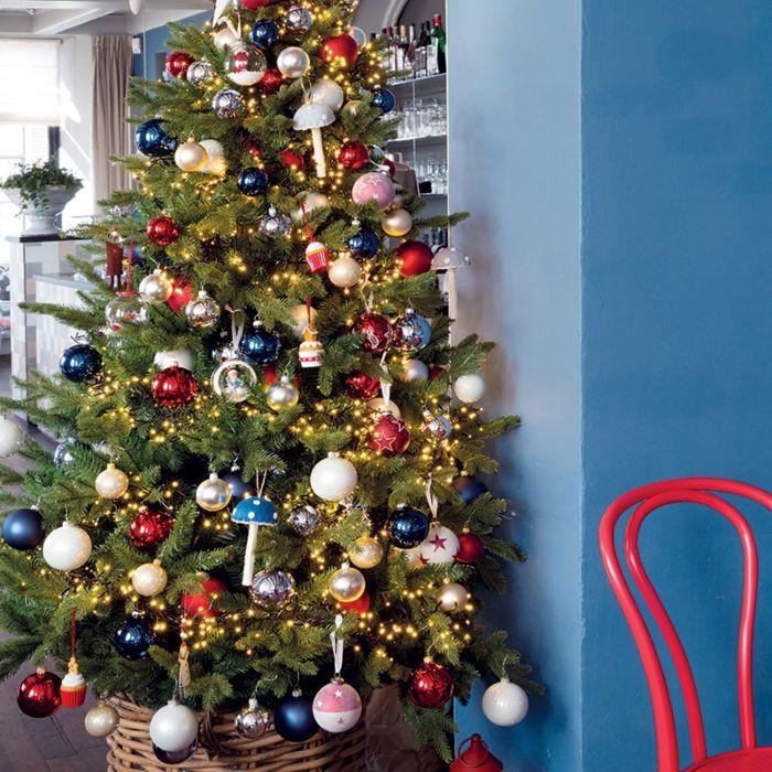 Kerstboom-Den-300-LED-warm-wit-210cm