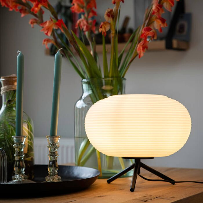 Design-tafellamp-zwart-33-cm-met-opaal-glas---Hero
